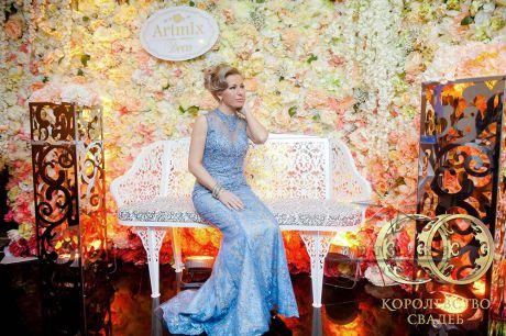 Фотозона из цветов на выставке Королевство свадеб 2017 года