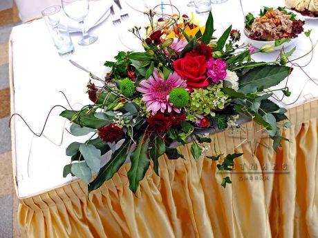 Живые цветы в Толстом Сквере на юбилей