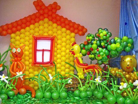 Тематическое украшение зала фигурами  и воздушными шарами