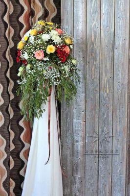Праздничная стойка с цветами