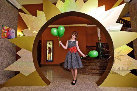 Арка в холле на новогоднем торжестве