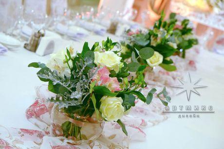 Живые цветы в оформлении