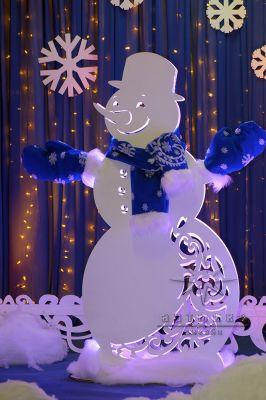 Новогодняя светодиодная фигура Снеговик в синем стиле