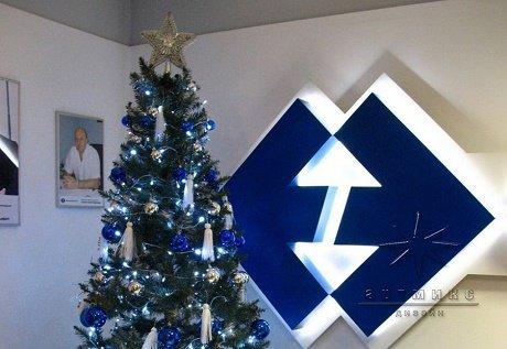Любое оформление к новому году начинается с установки праздничной елки