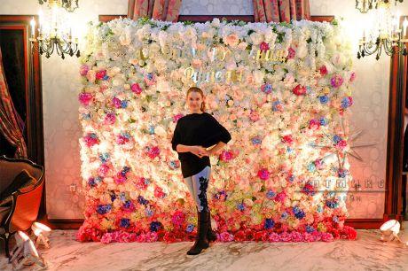 Фото стена из цветов с подсветкой