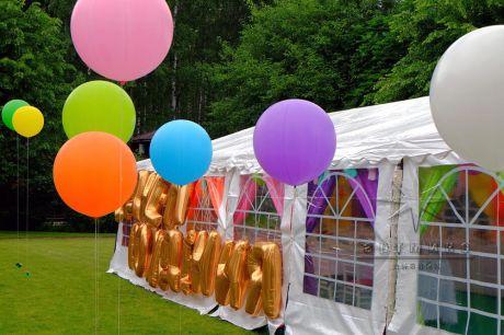 Оформление детского дня рождения воздушными шарами за городом в шатре