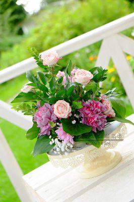 Небольшая цветочная композиция для оформления столов