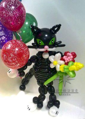 Кот  с цветами и шарами