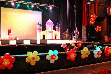 Оформление сцены к празднику во Дворце Культуры Ленсовета