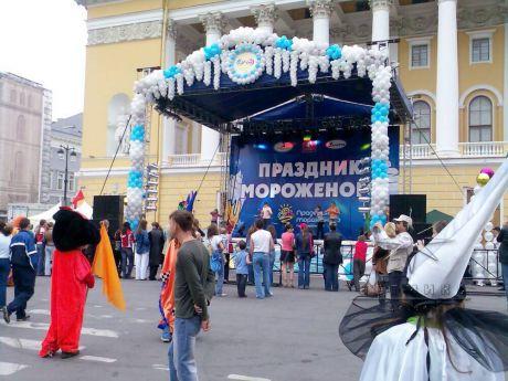Непревзойденное оформление для городского Праздника  мороженого в Санкт-Петербурге