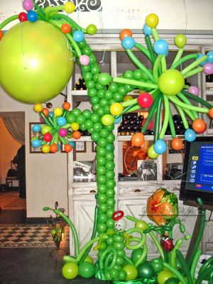 Оформление цветами и фигурами из воздушных шаров на детский праздник