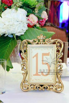 Золотая рамка с номером на столы гостей
