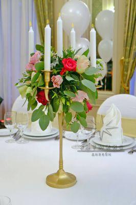 Канделябры с композициями из живых цветов