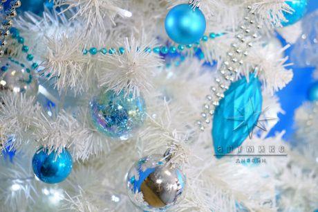 Новогодний декор в бело-голубом цвете