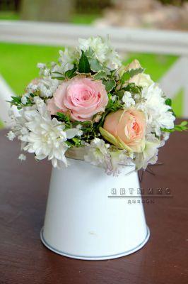 Композиция из роз и хризантем