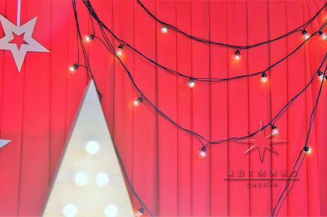 Тканевый фон на ширме красного цвета