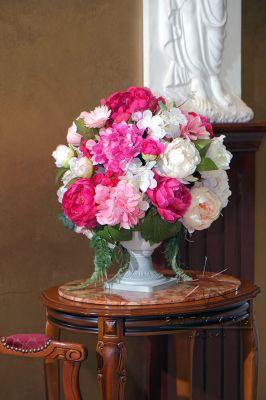 Напольные вазы с цветами