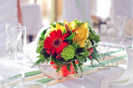Флористическая композиция с декором