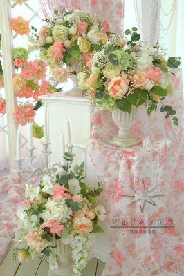 Тумбы под вазоны с цветами