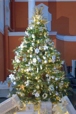 Новогодняя ёлка в оформлении банкетного зала