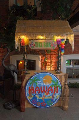 Тики-бар в оформлении тропической вечеринки