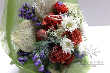 Зимний букет из живых цветов