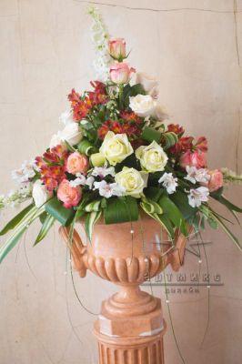 Цветочные композиции в напольных вазах
