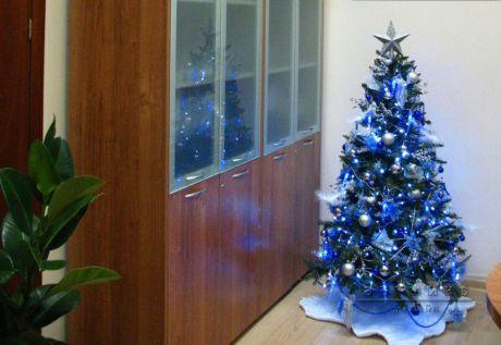 Новогоднее оформление елки в офисе или кабинете