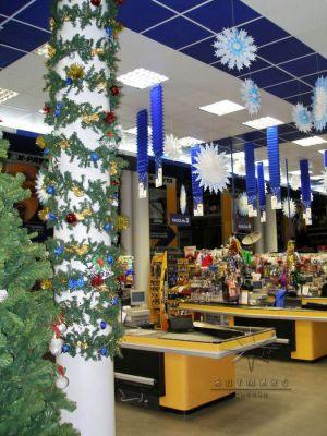 Оформление торгового зала магазина К-Раута на новый год