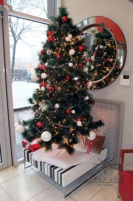Оформление на Новый год  витрины и зала в магазине SCAVOLINI