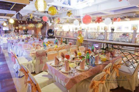 Оформление банкетного зала воздушными шарами приобретают изюминку и индивидуальность на корпоративном празднике