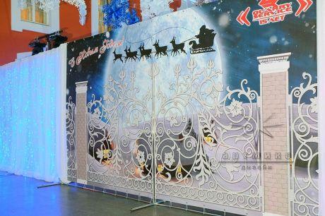 Ворота в зал новогоднего банкета