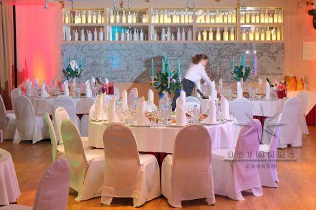 Декорирование зала на Новый год в гостинице Холидей Инн