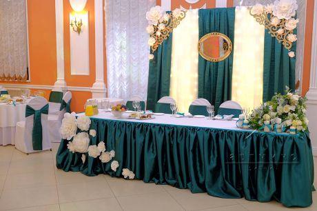 Украшение зала в зелёном цвете