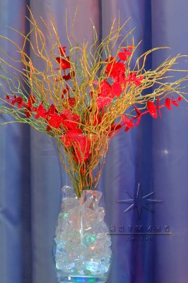 Идеи декора в вазы для новогоднего украшения стола