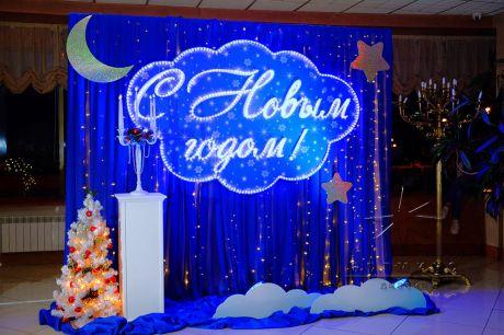 Новогодняя фотозона со светящей надписью