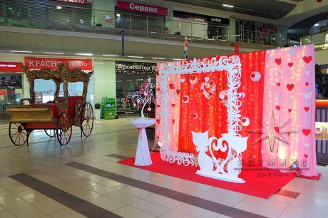 Фотозона в торговом центре для праздника на 14 февраля