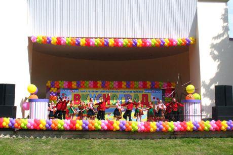 Декорирование сцены для фестиваля здорового питания