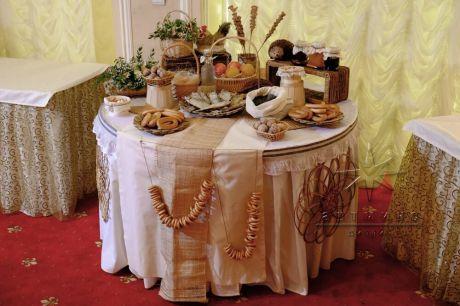 При таком оформлении вы устроите себе и своим гостям настоящий праздник, для русской души