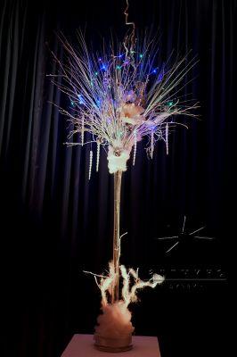 Новогодняя аренда декора - световых веток в вазе