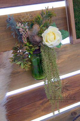 Декоративный элемент на фотозоне - баночка с цветами
