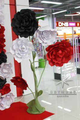 Большие цветы из дизайнерского картона