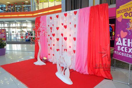 Фотозона на День Влюбленных в торгово-развлекательном центре