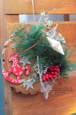 Элемент декора в оформлении новогодней фотозоны
