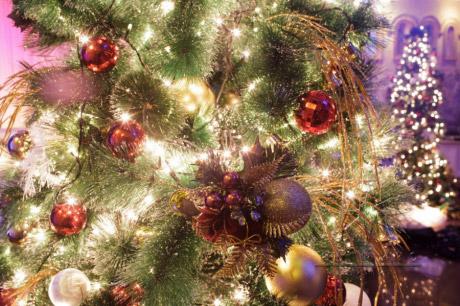 Декор в оформлении рождественской ёлочки