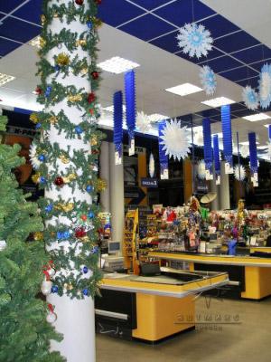 Украшение помещений магазина К-Раута на новый год