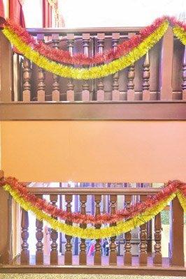 Новогодние украшение лестницы