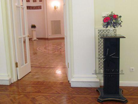 Оформление цветочными композициями зала