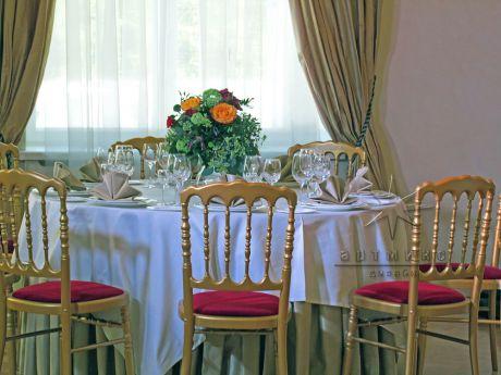 Сервировка столов с использованием живых цветов