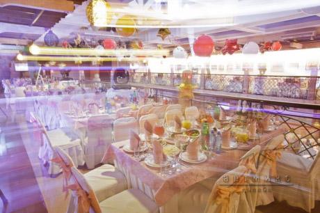 Праздничное мероприятие в оформлении торжественного зала